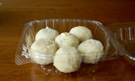 Kanik Laadu [Dessert balls made from whole wheat]